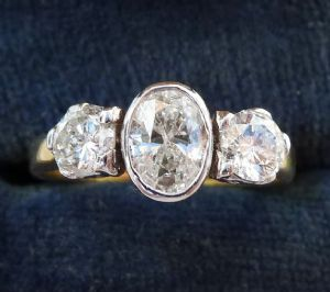 Gorgeous VS 1.25ct oval cut diamond 18ct 18k and white gold trilogy vintage antique ring c.1995